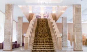 4 дворец бракосочетания - лестница