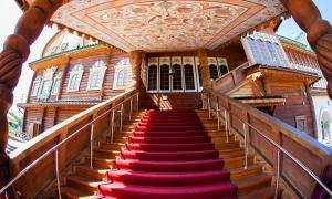 Выездная регистрация брака в Коломенском, Дворец Алексея Михайловича, крыльцо